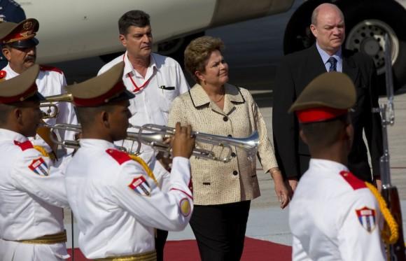Dilma Rousseff a su llegada a La Habana. Foto: Ramón Espinosa/ AP