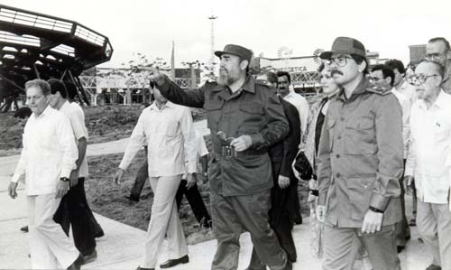 Fidel y Daniel Ortega el 4 de enero de 1989 en un recorrido por Expocuba antes del acto de inauguración.