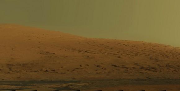 El Curiosity de la NASA ha estado buscando evidencia de pasado habitable en Marte. En el camino, él ha enviado algunas fotos realmente emocionantes de la superficie del planeta rojo hacia atrás, una colección que se unió para producir esta increíble mosaico de 15.000 píxeles del Monte de Sharp. Imagen: NASA / JPL-Caltech / MSSS