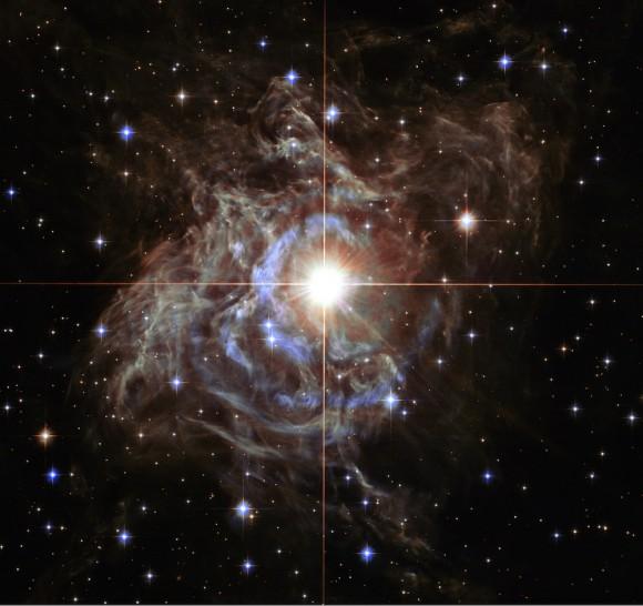 Un disparo increíble desde el telescopio espacial Hubble muestra una estrella parpadeante conocido como RS Puppis. La estrella está envuelto en gas y polvo. Imagen: Image: NASA, ESA, and the Hubble Heritage Team (STScI/AURA)-Hubble/Europe Collaboration Acknowledgment: H. Bond (STScI and Pennsylvania State University)