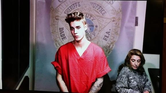 El cantante pagó una fianza de 2,500 dólares para salir de prisión.