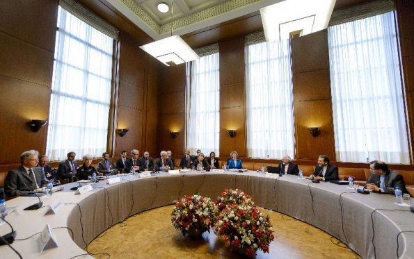 mesa-de-dialogo-de-los-representantes-de-iran-y-de-las-potencias-internacionales-abierta-en-la-ciudad-suiza-de-ginebra-_595_373_234895