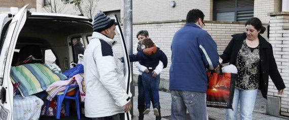 María Jaurrieta, con un hijo con discapacidad psíquica, desahuciada de su domicilio de alquiler social. Foto: EFE