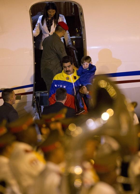 Maduro a su llegada a La Habana. Foto: Ramón Espinosa/ AP