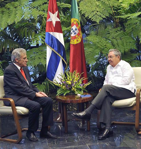El General de Ejército Raúl Castro Ruz, Primer Secretario del Comité Central del Partido Comunista de Cuba, recibe a Jerónimo de Sousa, Secretario General del Partido Comunista de Portugal.