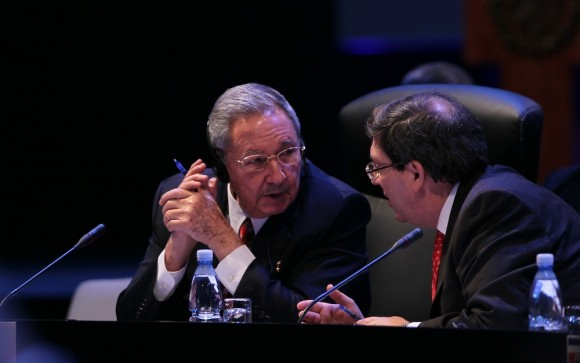 Raúl Castro y Bruno Rodríguez. Foto: Ismael Francisco/ Cubadebate