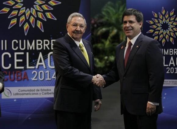 Raúl Castro y Enrique Peña Nieto, presidente de México, en el recibimiento a mandatarios de CELAC. Foto: Ismael Francisco/Cubadebate