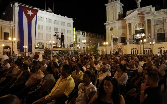 Raúl Castro interviene en el Acto Central por el 55 Aniversario de la Revolución Cubana en el Parque Céspedes, de Santiago de Cuba, el 1 de enero de 2014. Para descargar la imagen en alta resolución, haga clic sobre ella. Foto: Ismael Francisco/ Cubadebate.