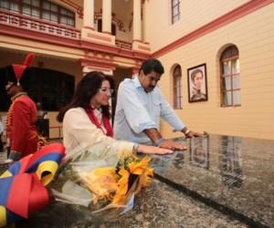 Maduro rinde homenaje a Chávez