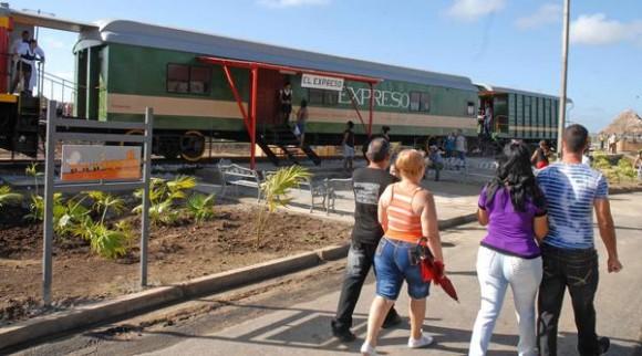 El Expreso, tren convertido en restaurante, situado en el parque, el Lago de los Sueños, abierto al público tras la culminación de su primera etapa de ejecución, en Camagüey, el 8 de febrero de 2014. AIN FOTO/ Rodolfo BLANCO CUE