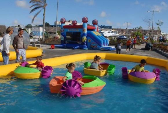Parque infantil inflable en el Lago de los Sueños, abierto al público tras la culminación de su primera etapa de ejecución, en la provincia de Camagüey, Cuba, el 8 de febrero de 2014.    AIN FOTO/Rodolfo BLANCO CUÉ
