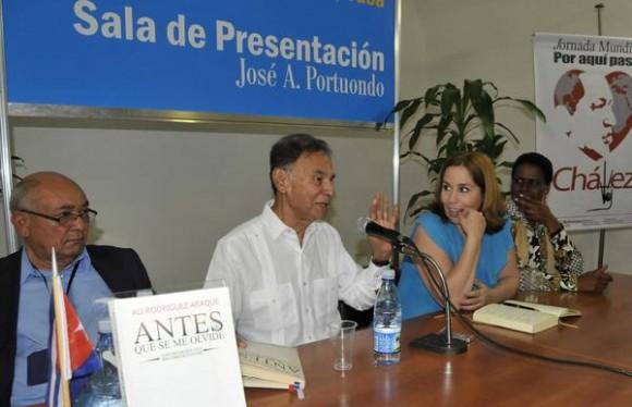 Presentación del libro Antes de que se me olvide. AIN FOTO/Roberto MOREJÓN RODRÍGUEZ.