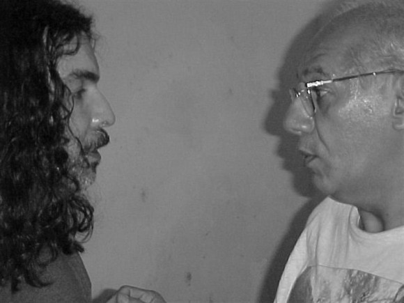 """Santiago Feliú en """"A guitarra limpia"""", del Centro Pablo. Con Víctor Casaus. Foto: Centro Pablo."""