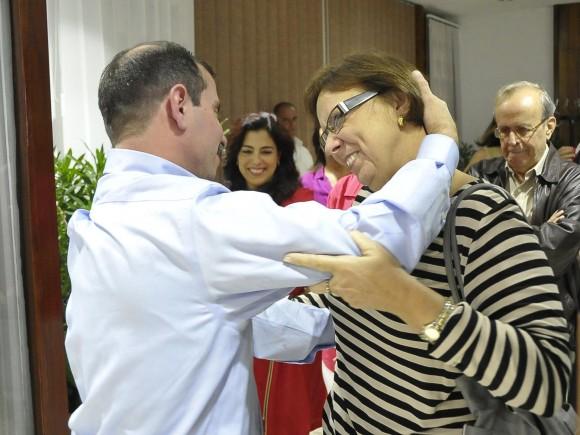 Fernando con Maruchi Guerrero, la hermana de Antonio. Foto: Estudios Revolución