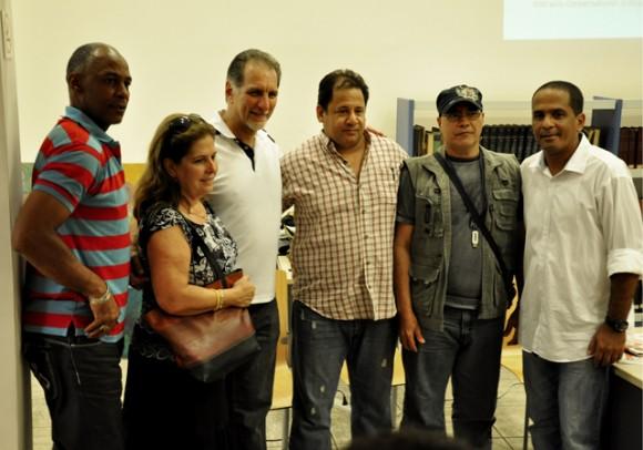 De izquierda a derecha Laz, Olga Salanueva, René Gonzalez, Falcoi, Jape y Adan Iglesias. Foto: Roberto Garaycoa / Cubadebate.