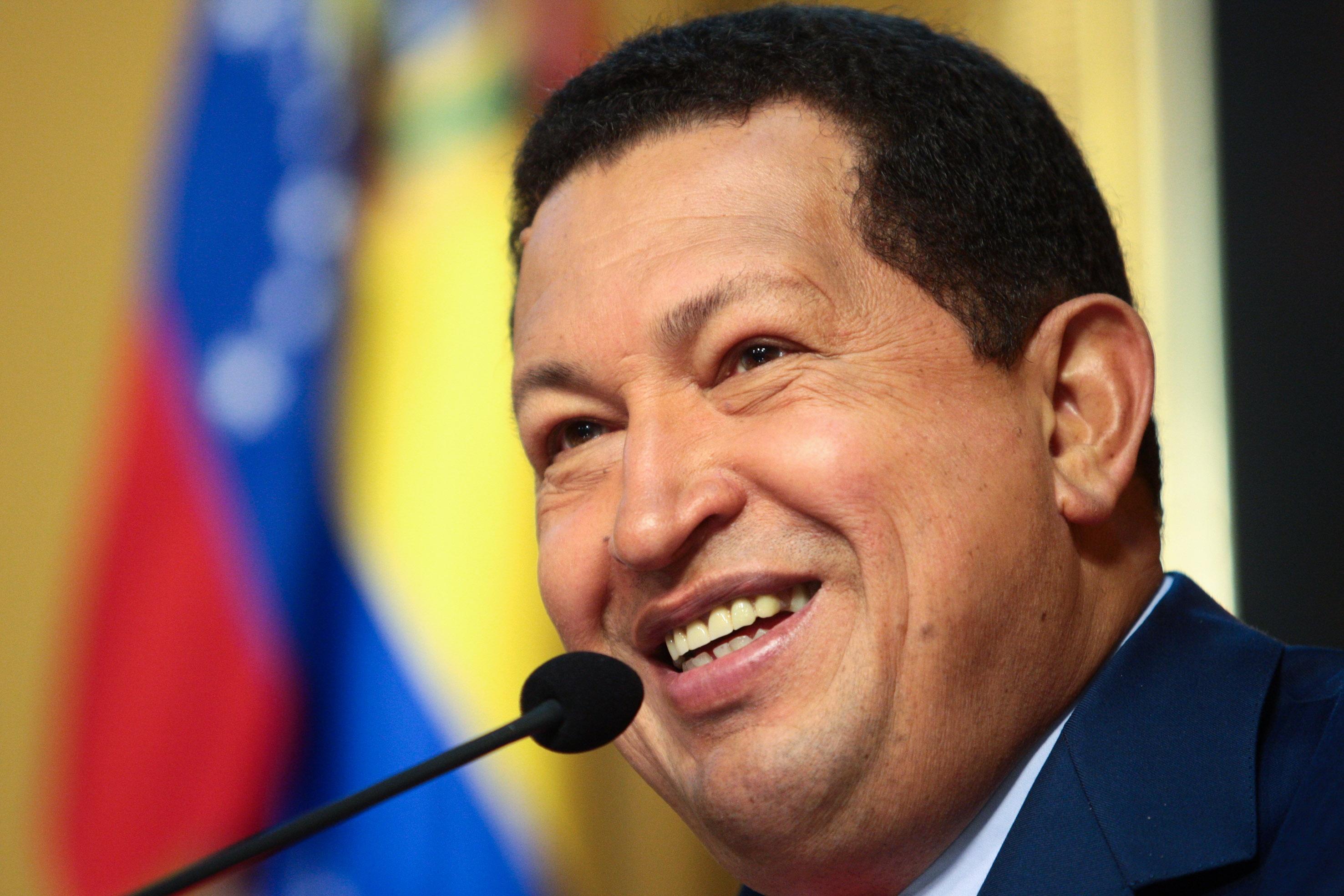Presentan biografía de Hugo Chávez en Feria del Libro de