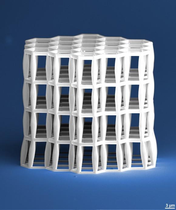Fabrican material menos denso que el agua con tecnología láser