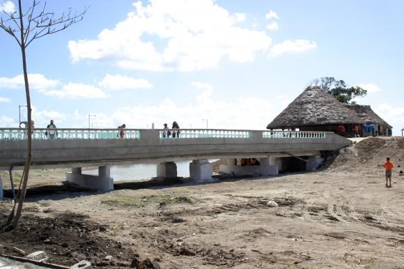 Imagen del proceso constructivo final del Parque Lago de los Sueños, 1 de febrero de 2014. Foto: Daylén Vega/Cubadebate