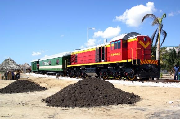 Cuando se acondicionaba antiguo tren para restaurante del Parque El Lago de los Sueños, 1 de febrero de 2014. Foto: Daylén Vega/Cubadebate