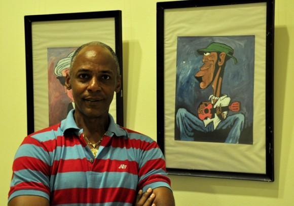 Laz y su obra. Foto: Roberto Garaycoa / Cubadebate.