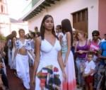 CUBA-EN CAMAGÜEY PASARELA CON OBRAS DEL ARTISTA DE LA PLÁSTIC