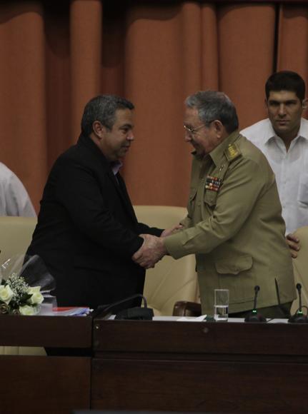 Raúl felicita al nuevo Secretario General de la CTC Ulises Guilarte