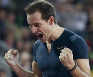 Renaud Lavillenie rompe el récord mundial de salto con pértiga