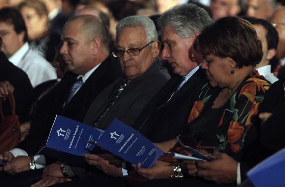 """Universidad 2014: Cuba, por unos días capital mundial de la educación superior 10 febrero 2014 8 Comentarios  """"Es inadmisible un pensamiento único para lidiar con los grandes desafíos de nuestro tiempo. (…) http://www.cubadebate.cu/wp-content/uploads/2014/02/Universidad-2014-1.jpgGestionar conocimiento y conectarlo con la sociedad es uno de los pilares del cumplimiento de la misión social de la universidad"""", dijo el Doctor Rodolfo Alarcón Ortiz, Ministro cubano de Educación Superior en la conferencia con la que dio apertura al Congreso Internacional de Educación Superior Universidad 2014."""