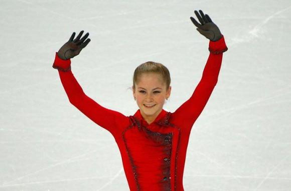 La deportista rusa Yulia Lipnítskaya, de 15 años de edad, se ha convertido en la campeona más joven en la historia de los juegos olímpicos de invierno al ganar la competición de patinaje artístico por equipos.Foto: Russia Today