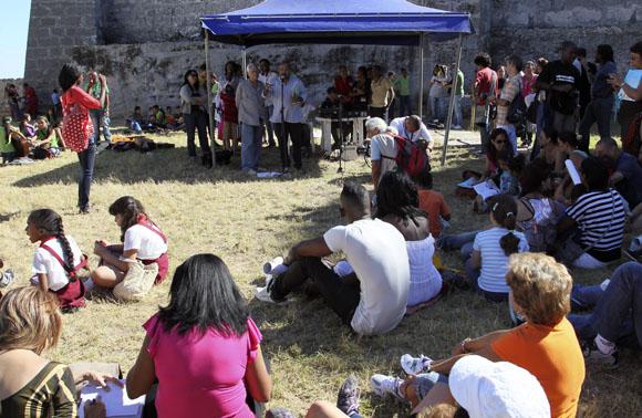 Alexis Díaz Pimienta y Jorge Oliver durante la presentación del libro ¿Qué me cuentas, Chamaquili?. Foto: Ladyrene Pérez/Cubadebate.