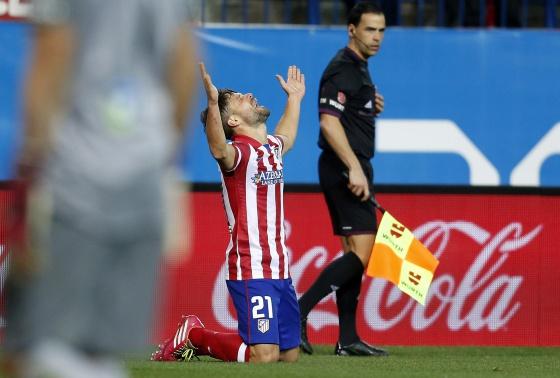 Diego celebra su gol contra la Real. / LUIS SEVILLANO