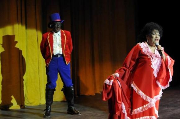Aurora Basnuevo y Mario Limonta, escenifican una Estampa costumbrista,  de Alberto Luberta,  durante la reapertura  del Teatro Martí, en La Habana, Cuba, el 24 de febrero de 2014.   AIN FOTO/Roberto MOREJÓN RODRÍGUEZ