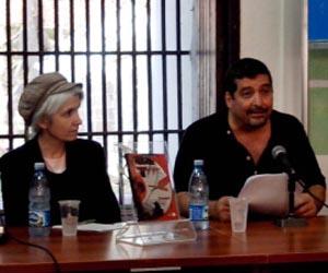 El autor, junto a Belén Gopegui.