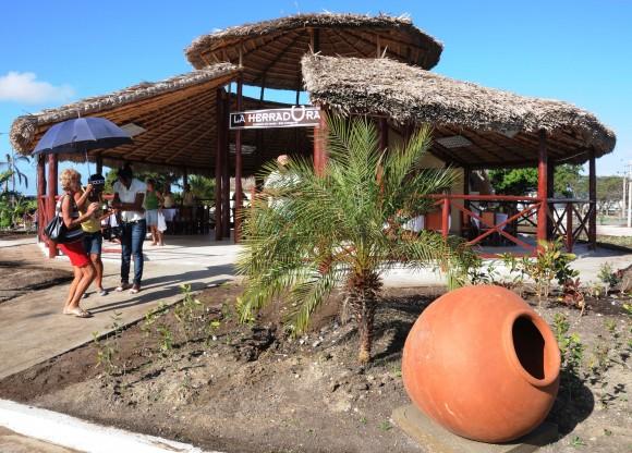 Una de las cafeterías del Lago de Los Sueños, Camagüey. Foto: Orlando Durán Hernández/ Cubadebate