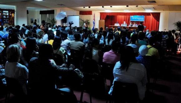 Presentación de los Premios Calendario 2012, con la participación del escritor Daniel Chavarría. Foto: Omara García Mederos / AIN.
