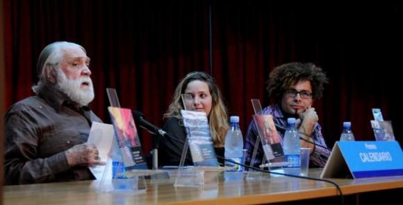 Presentación de los Premios Calendario 2012, con la participación del escritor Daniel Chavarría (I), Premio Nacional de Literatura. Foto: Omara García Mederos / AIN.