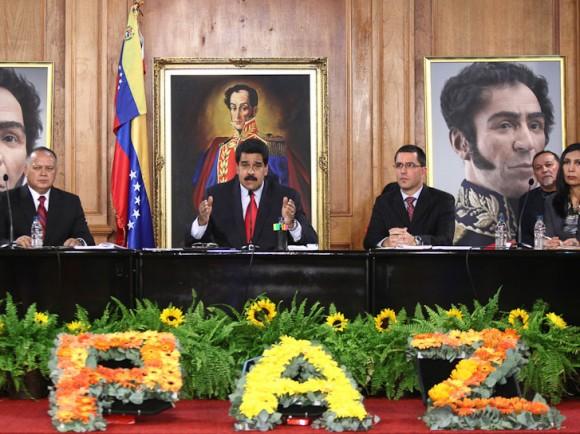 Instalación de la Conferencia de Paz. Prima el diálogo. En imagen el izquierda a derecha Diosdado Cabello, Presidente del parlamento, el Presidente Nicolás Maduro, el Vicepresidente Jorge Arreaza y Gladys Gutierrez, Presidente del Tribunal Supremo (Foto: Prensa Miraflores)