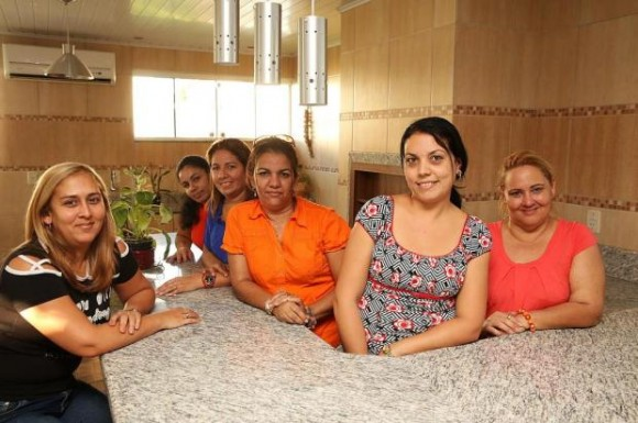 Seis médicas cubana conviven en una misma casa en Guaíba, todas dejaron a sus familias a fin de realizar esta misión internacional Foto: Anderson Fetter / Agencia RBS