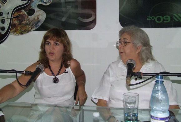 Magda Resik junto a Sara González.