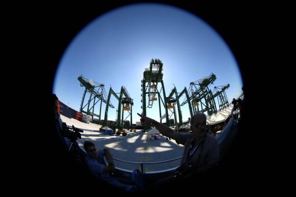 La ceremonia de inauguración de la primera fase de un proyecto de reforma portuaria en Mariel, Cuba , 27 de enero 2014 . ( AP )