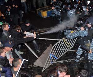 presidente-Ucrania-intenta-protestas-UE_TINIMA20131126_0436_3