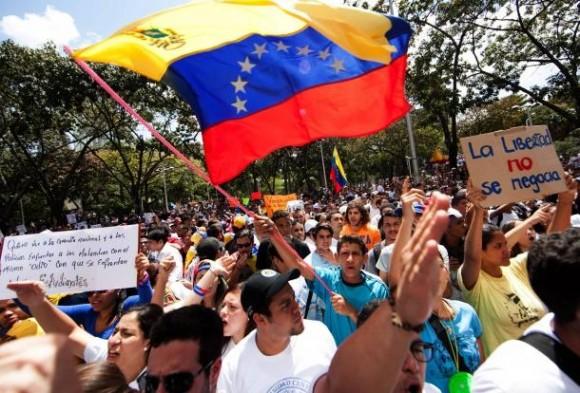 protestas-durante-la-inauguracion-de-un-monumento