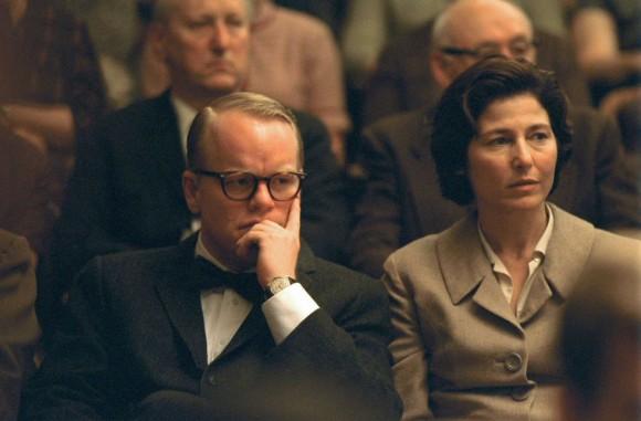 Los actores Philip Seymour Hoffman (izqda.), como Truman Capote, y Catherine Keener, en una escena del filme 'Capote', dirigido por Bennett Miller. Esta interpretación le valió el Oscar y el Globo de Oro en 2005. Foto: AP