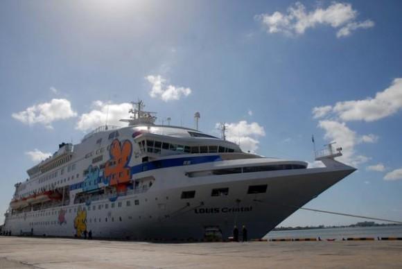 Crucero Louis Cristal durante su estancia en el puerto Olimpia Medina en la bahía de Jagua, en la provincia de Cienfuegos, el 17 de marzo de 2014. AIN  FOTO/Modesto GUTIÉRREZ CABO/