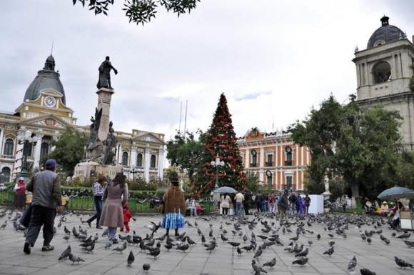 La Plaza Murillo,  situada en el centro de la ciudad de La Paz, donde están enclavados los palacios del Gobierno y de los Poderes Legislativos y Ejecutivos. Foto: Kaloian.
