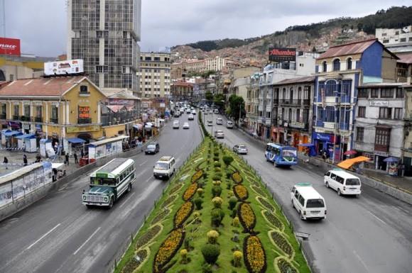 La Avenida Pérez Velazco, con sus impresionantes y cuidados jardines. Foto: Kaloian.