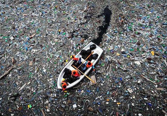 El «continente de plástico» acumula todos los desperdicios imaginables.