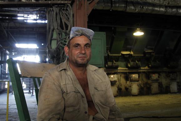 Trabajador del central Uruguay, Jatibonico, Sancti Spíritus. Foto: Ismael Francisco/Cubadebate.