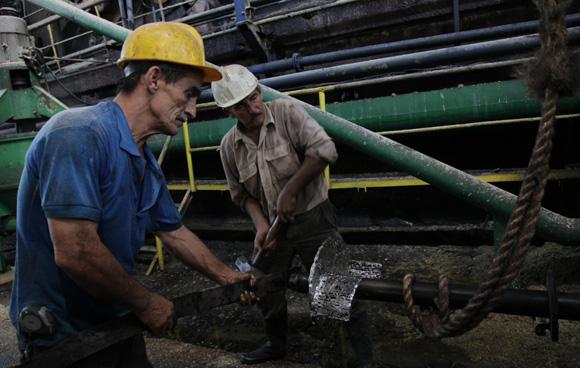 Trabajadores del Central Uruguay, Jatibonico, Sancti Spíritus. Foto: Ismael Francisco/Cubadebate.