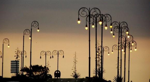 Crepúsculo entre luminarias, La Habana. Foto:Héctor Valdés Domínguez
